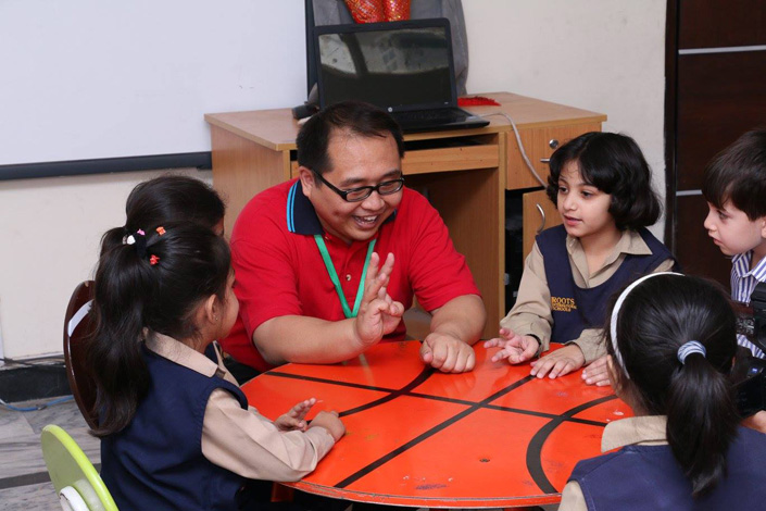Projecting Chinese language Program at RIS