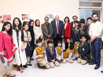 RIS Students Visit Photo Exhibition by Belarus Embassy